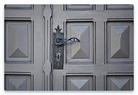 Signs Door Lock is Damaged