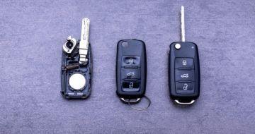 Can a Locksmith program a Car Key?